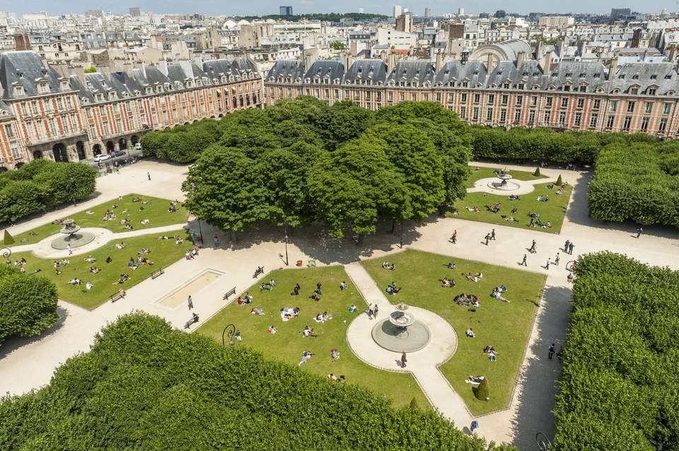France, Paris, Place des Vosges, The former royal place of Paris, renamed Place des Vosges in 1800, was designed by Louis Metezeau It is the oldest square in Paris (aerial view)