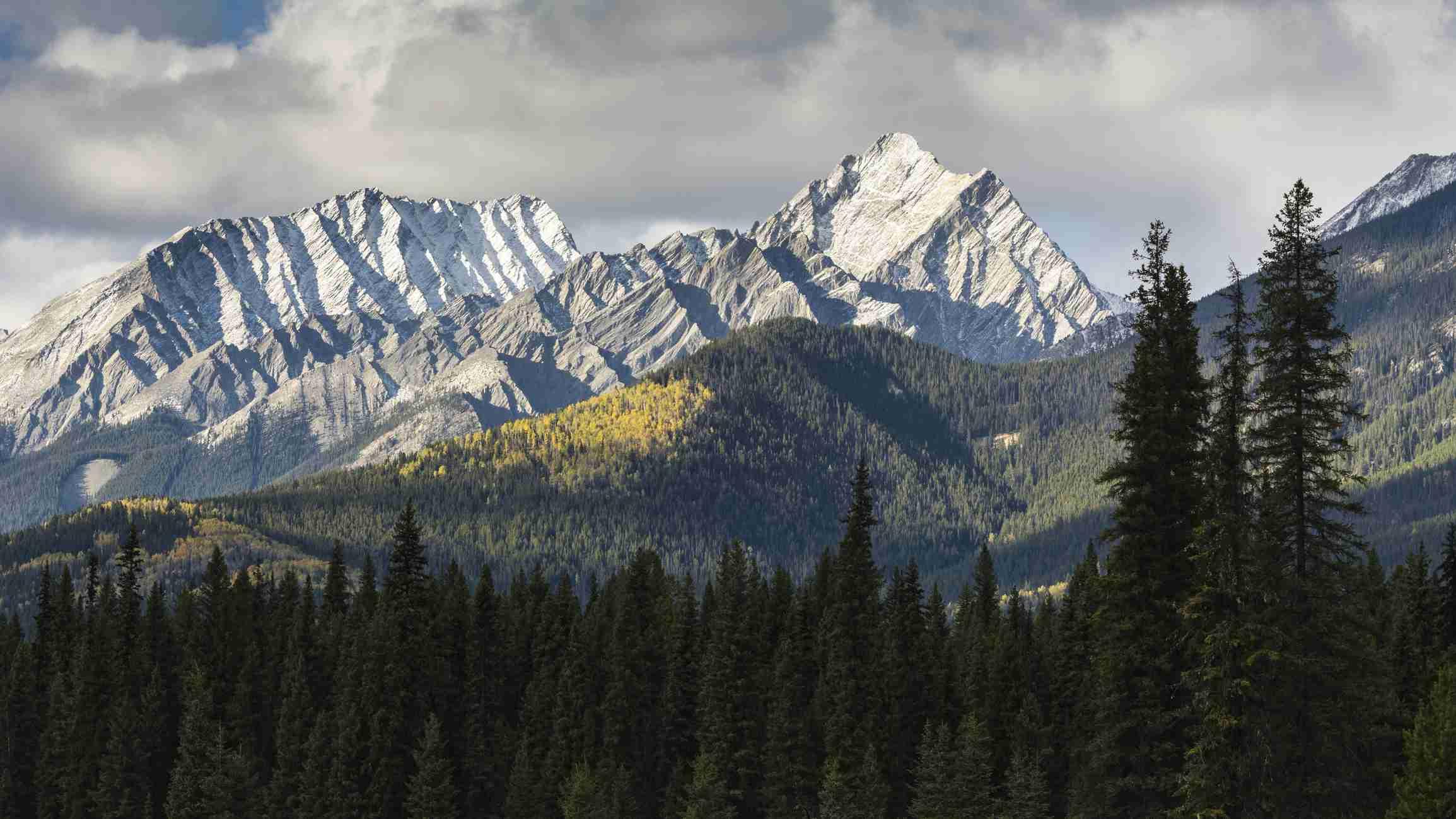 Selkirk Mountain Range in Kootenays