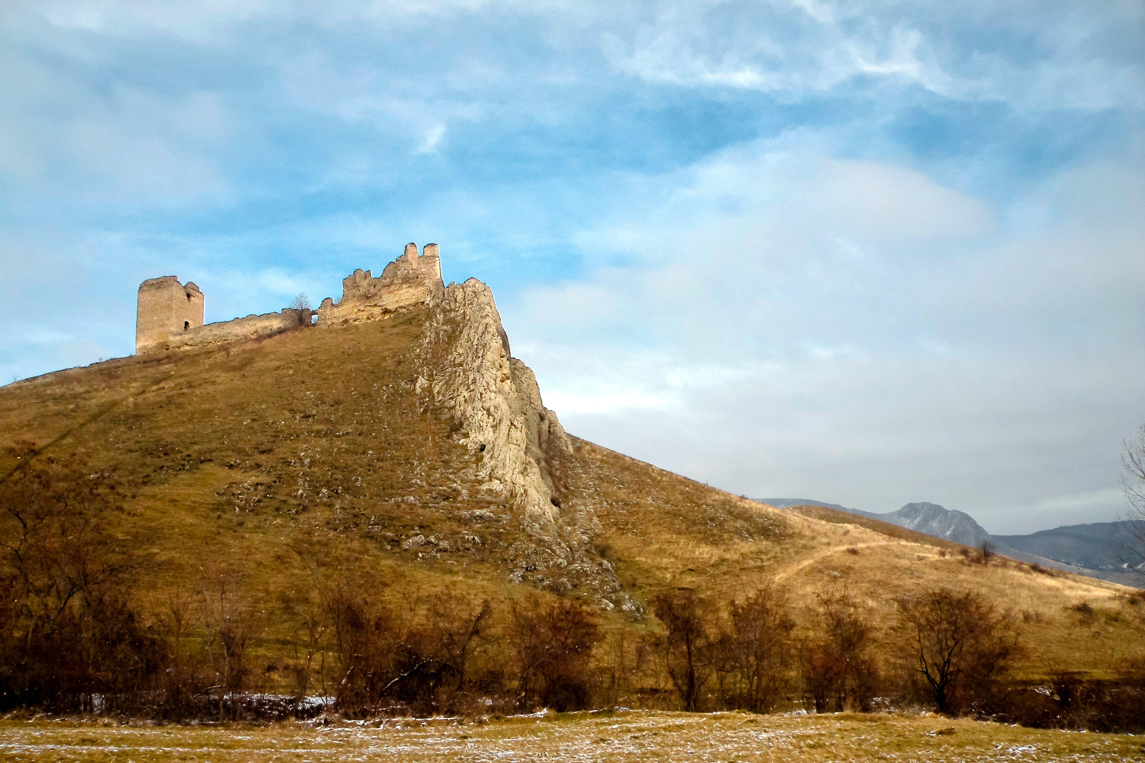 Cetatea nobiliara Coltesti: La noble fortaleza de Coltesti, Rumania