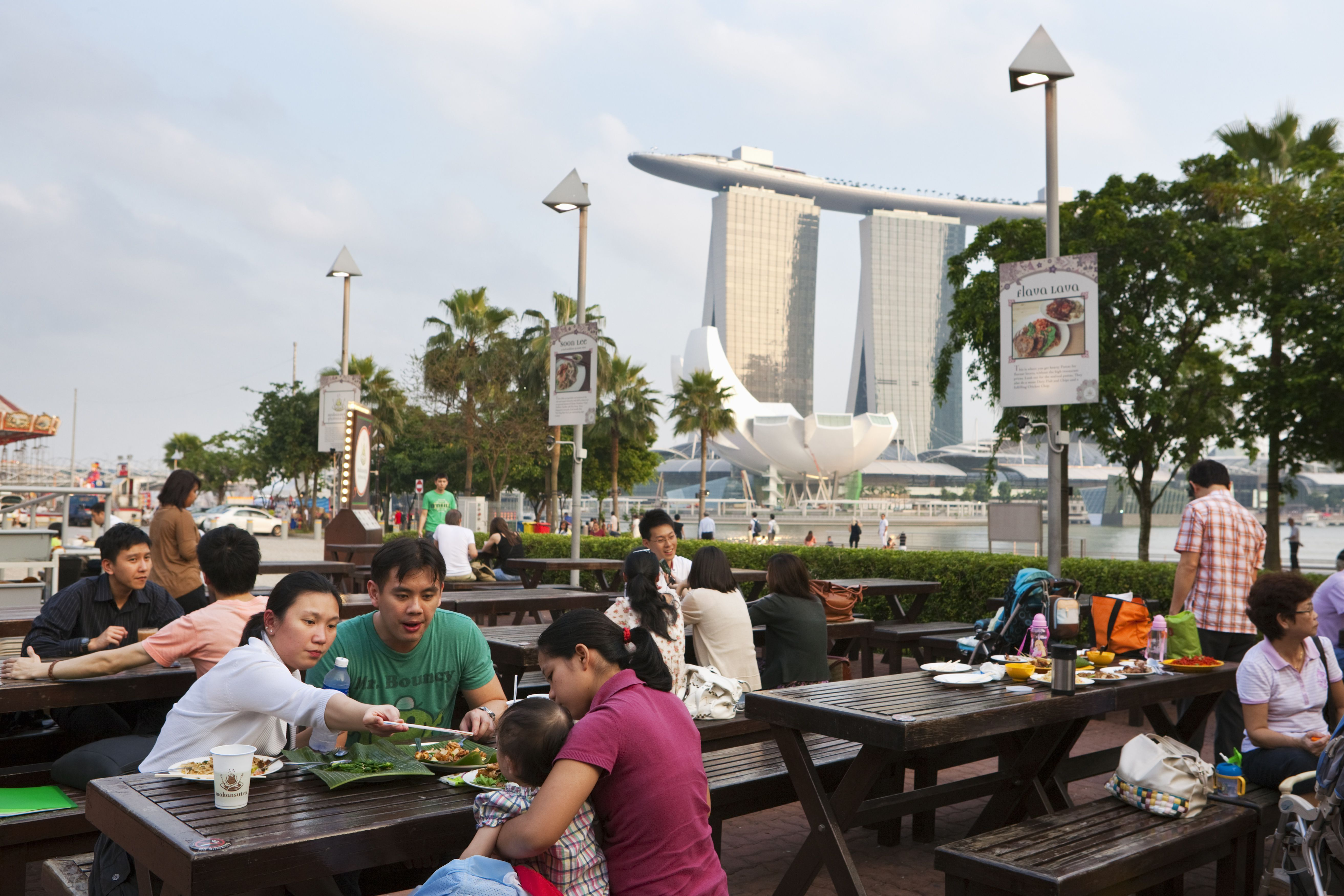 A family eating at Makansutra Gluttons Bay hawker centre
