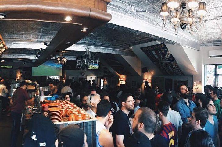 Los bares, locales, restaurantes y cafeterías de la Copa Mundial 2018 Momntreal incluyen el Café Olímpico