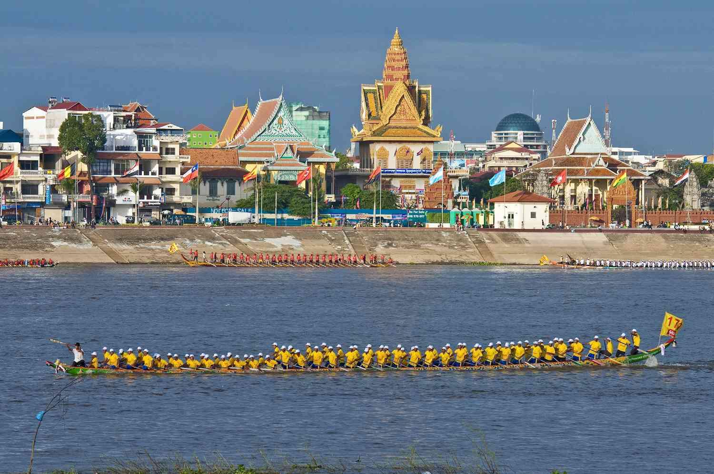 Boat races for Bon Om Touk in Cambodia