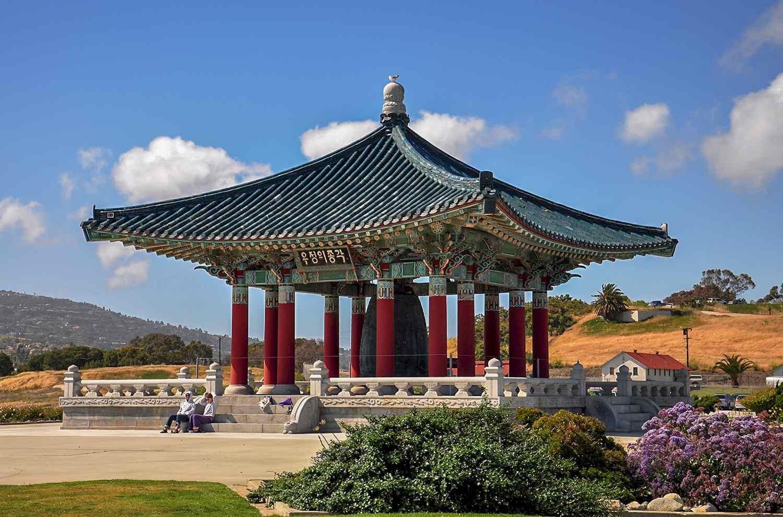 La Campana de la Amistad Coreana en Angels Gate Park en San Pedro