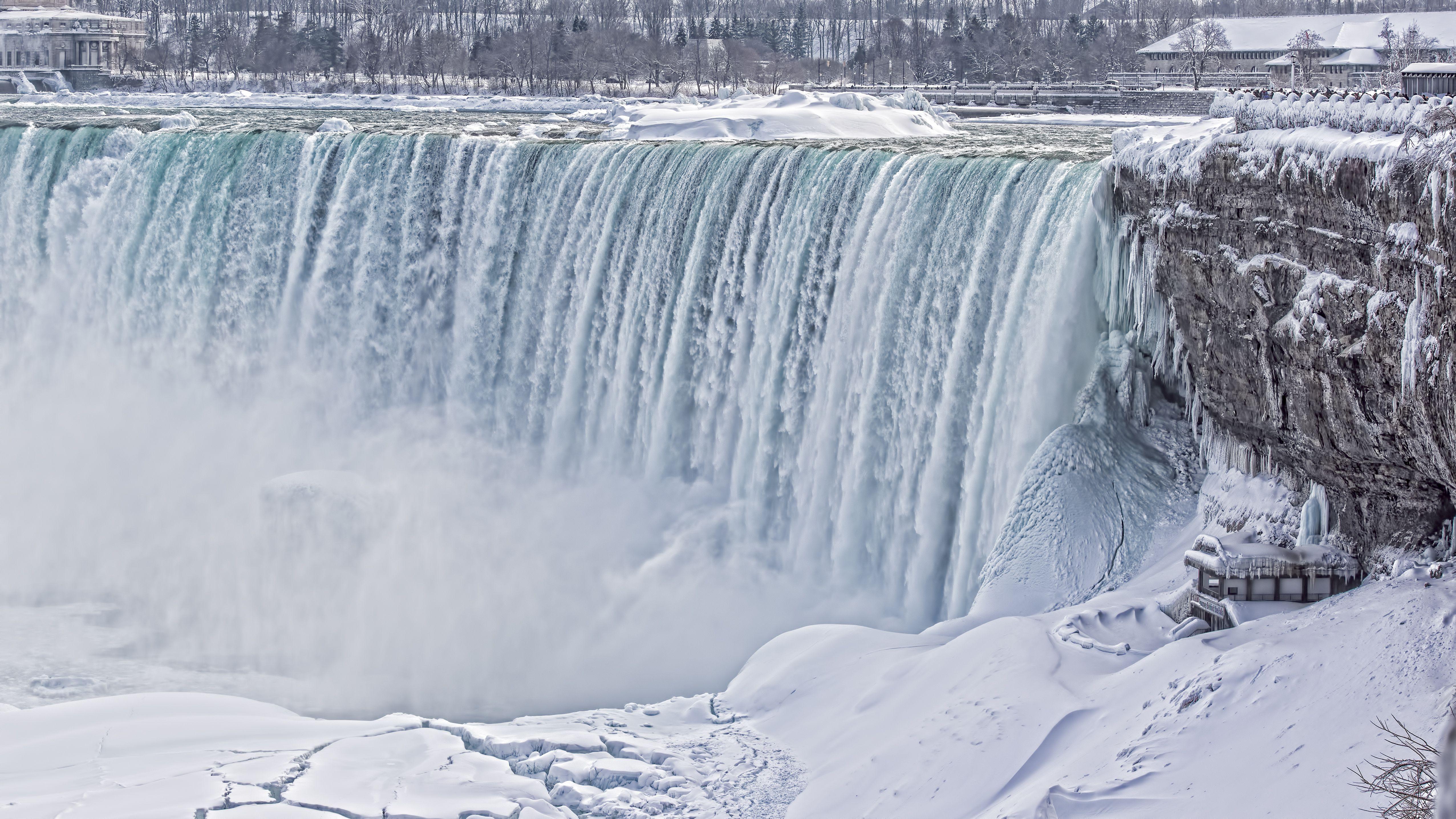 Horse Shoe Falls (Niagara Falls) iced