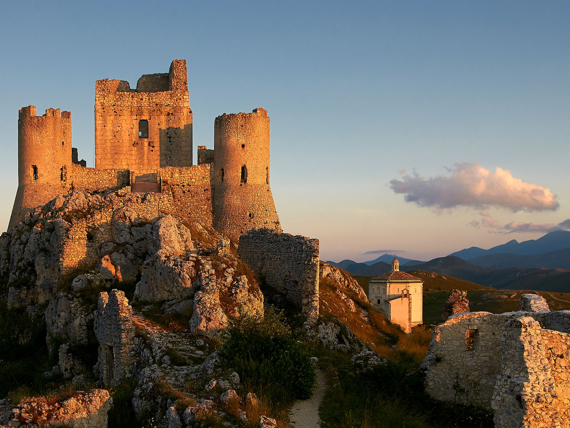 Picture of: Map And Places To Go In The Abruzzo Region In Italy