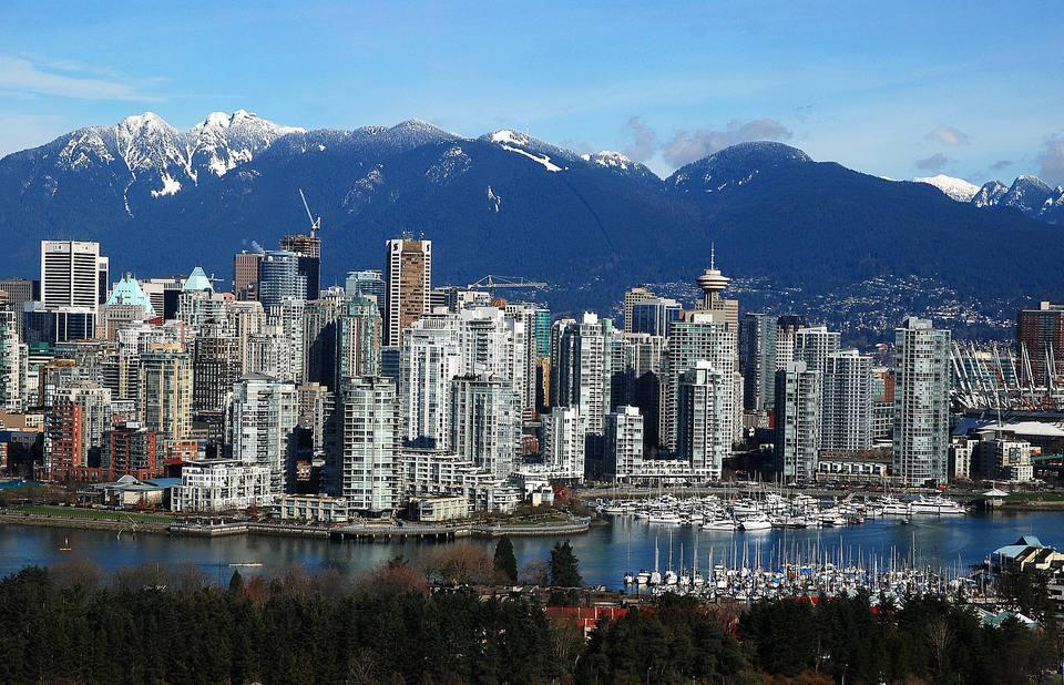 Horizonte de Vancouver con montañas