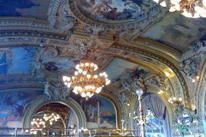 Le Train Bleu restaurant at Gare de Lyon offers a gorgeous setting.