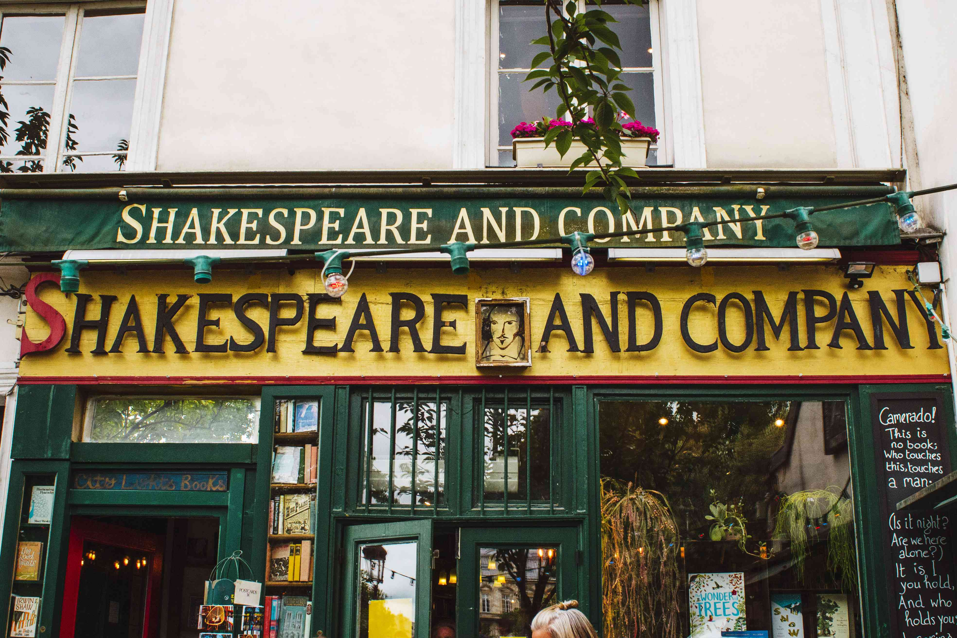Shakespeare and COmpnay bookstore exterior