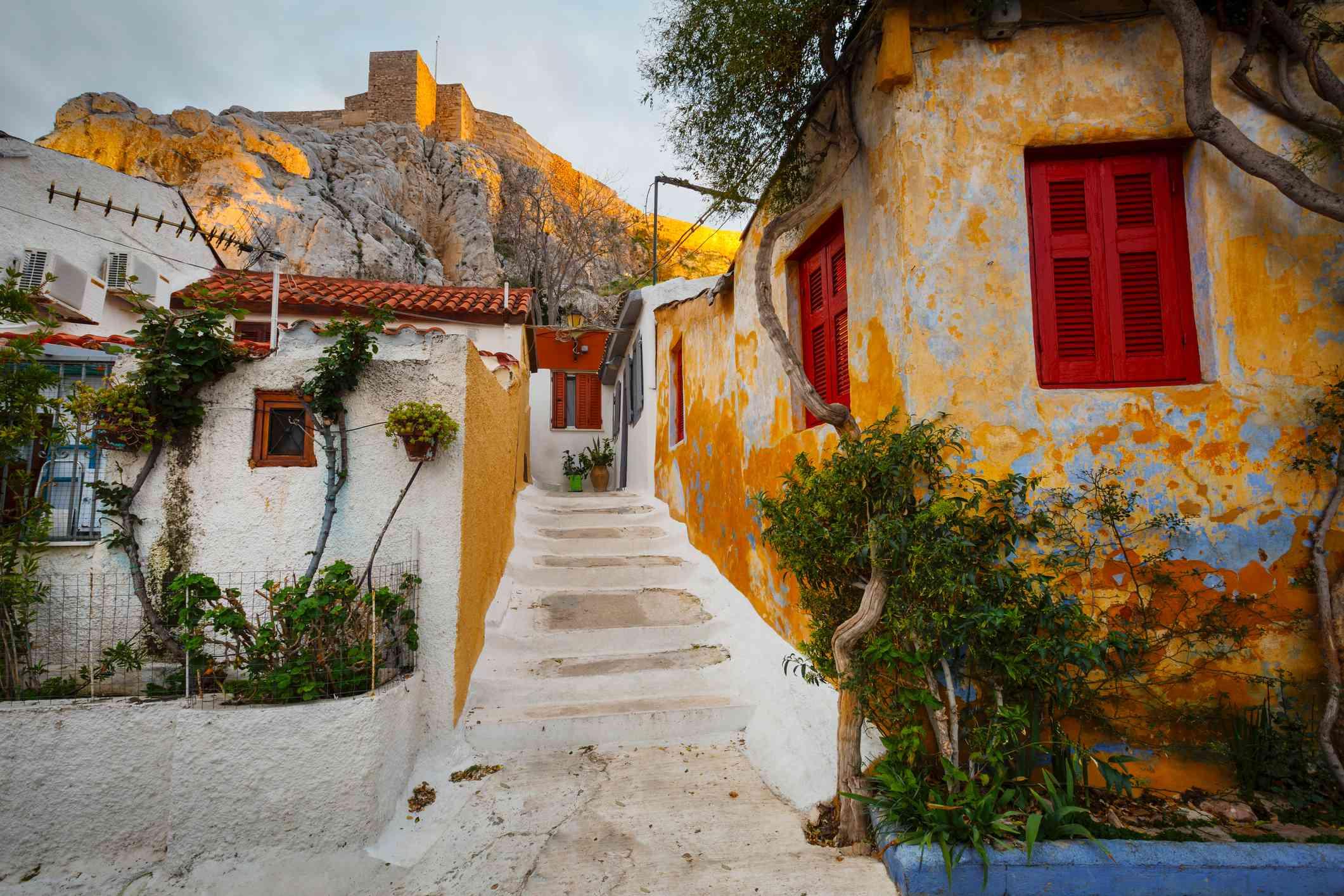 Casas de la Isla al costado de la Colina de la Acrópolis