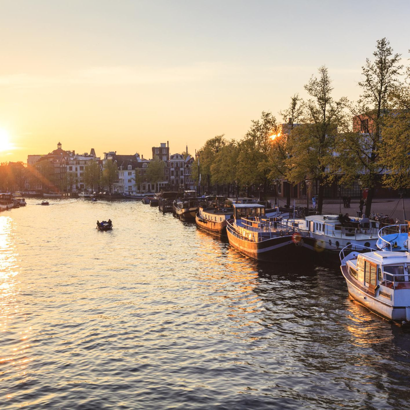 How to Travel From Amsterdam to Paris: Your 4 Main Options