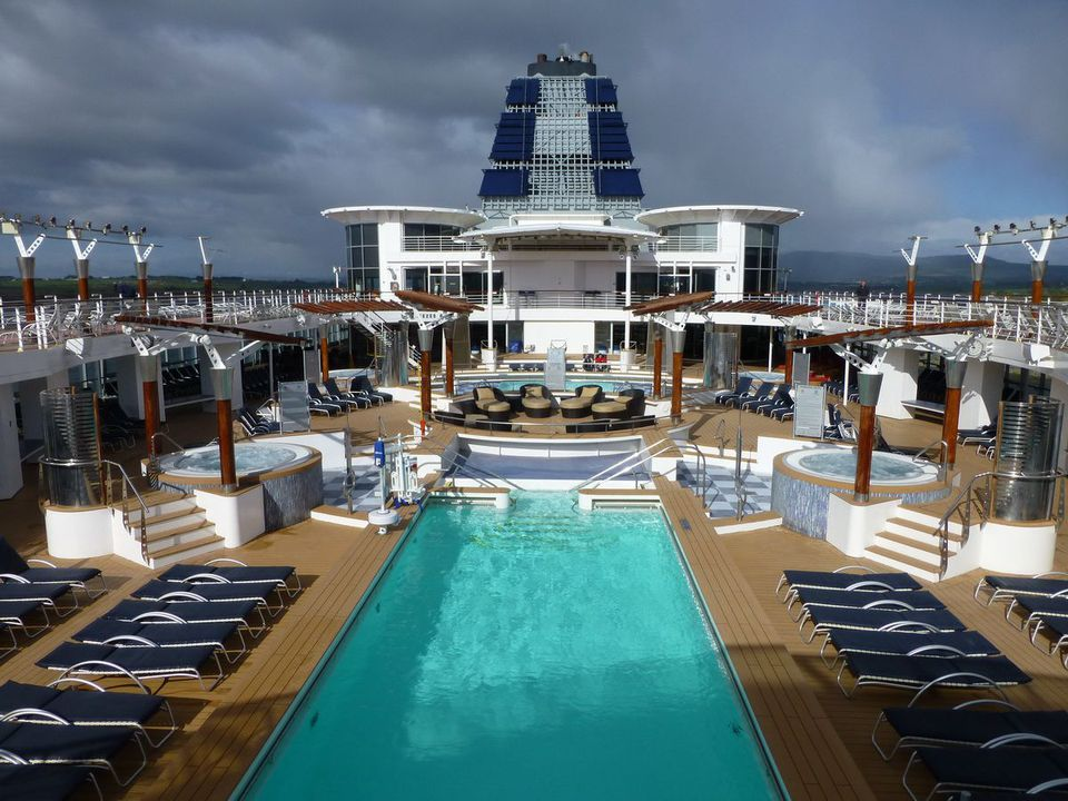 Celebrity Infinity - Swimming Pool