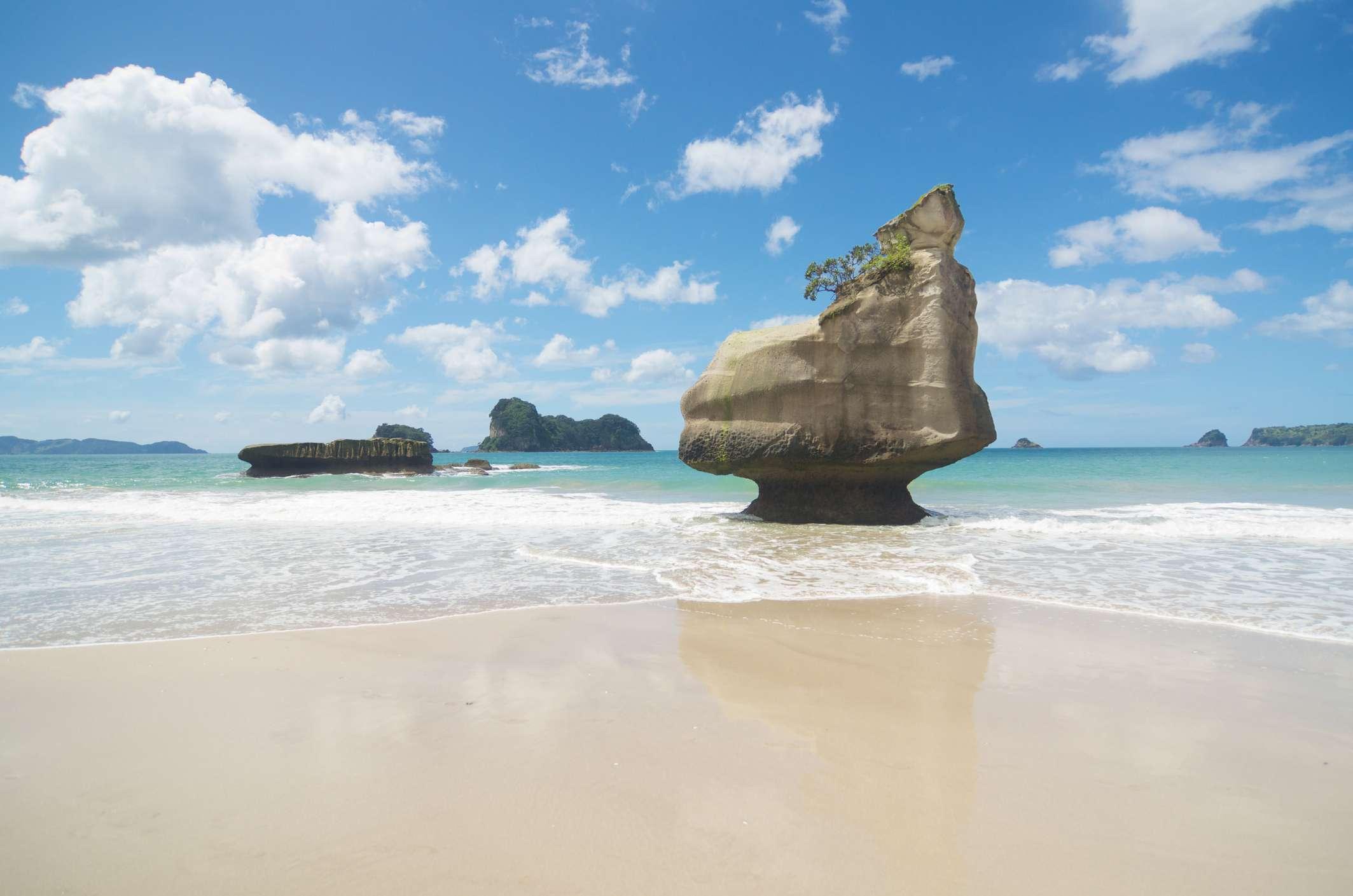 Piedra caliza Te Horo Rock, Mare's Leg Cove junto a Cathedral Cove en la península de Coromandel