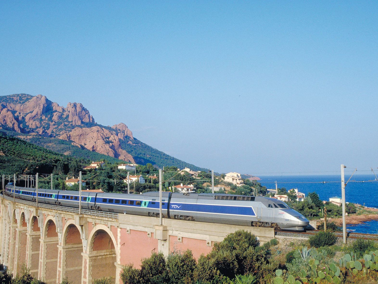 How to Get from Paris to Toulon on the French Riviera