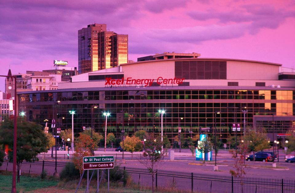 Xcel Energy Center Arena al anochecer.