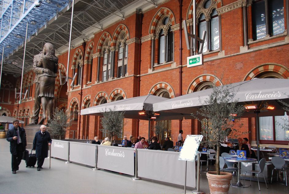 Carluccio's, a popular Italian chain in London, recently opened at London St Pancras station.