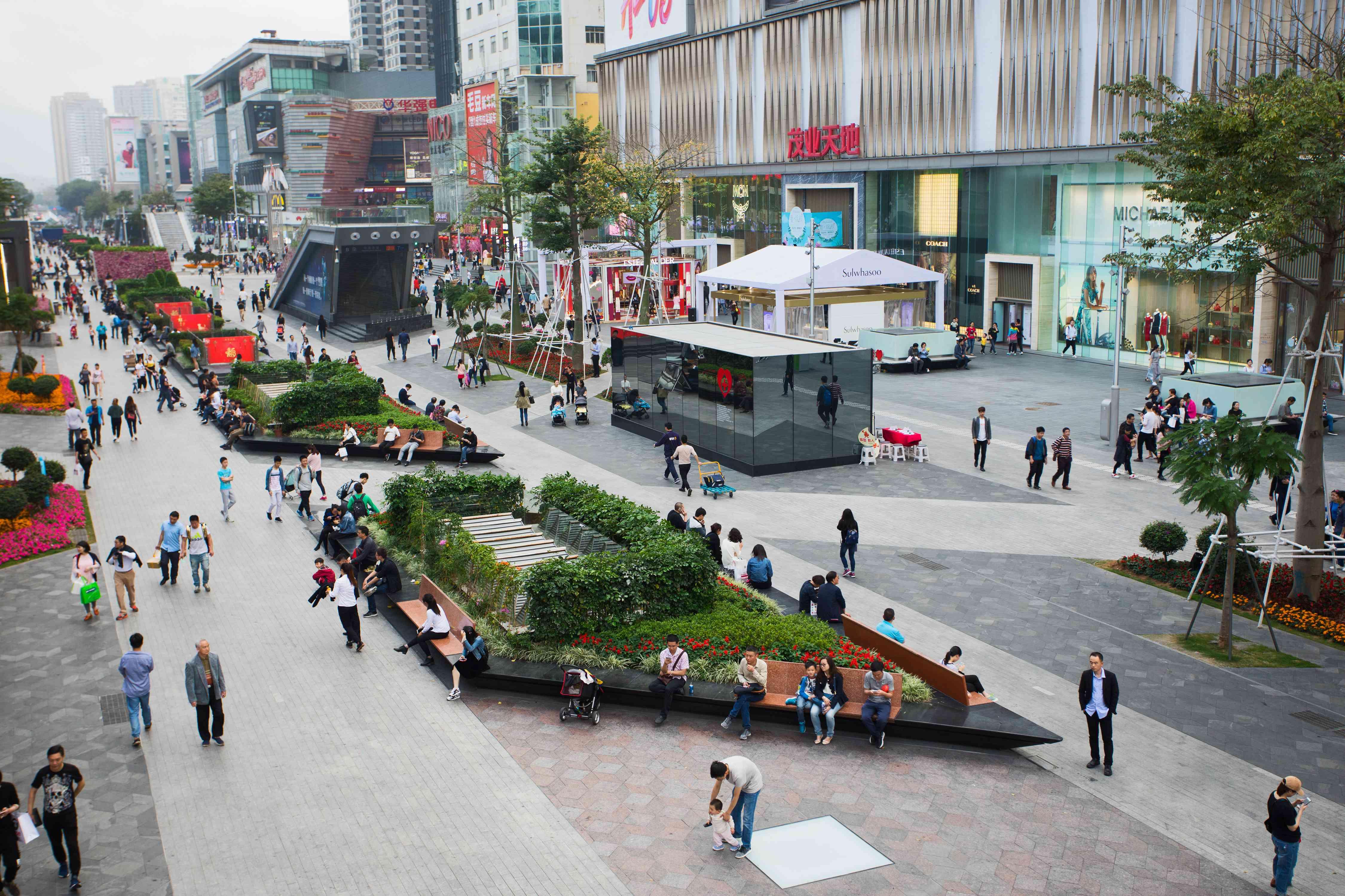 Street view of Huaqiangbei electronics shopping district in Shenzhen
