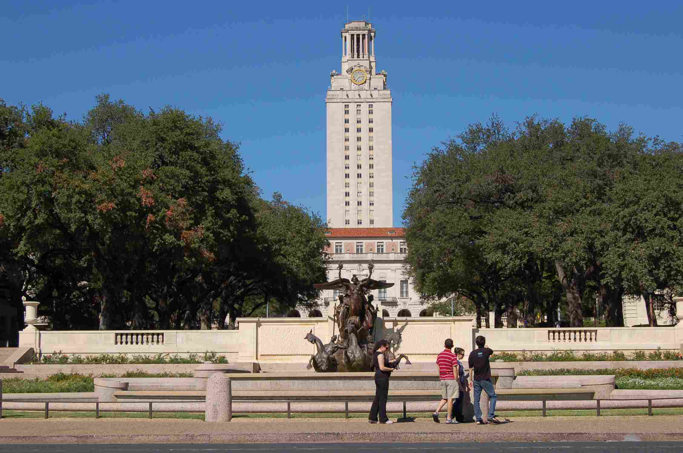 11d0b8b2 Downtown to the University of Texas Campus: Easy