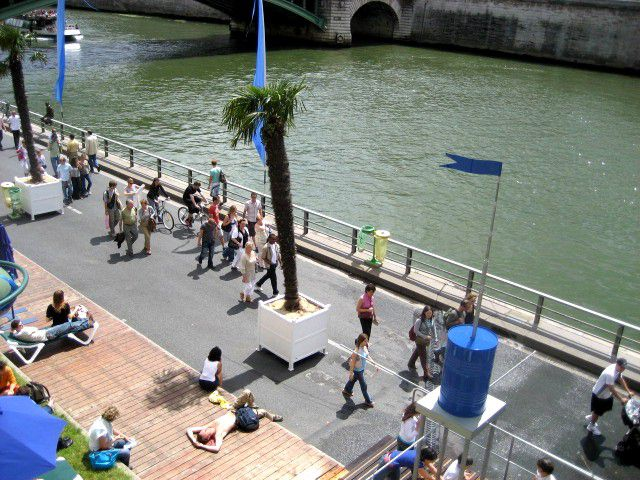 Paris Plages transforms the banks of the Seine into a boardwalk.