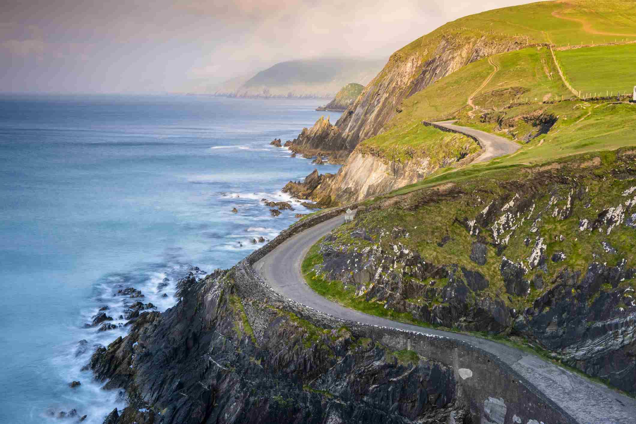 Coumeenoole beach (Slea Head), Dingle peninsula, County Kerry, Munster province, Ireland, Europe.