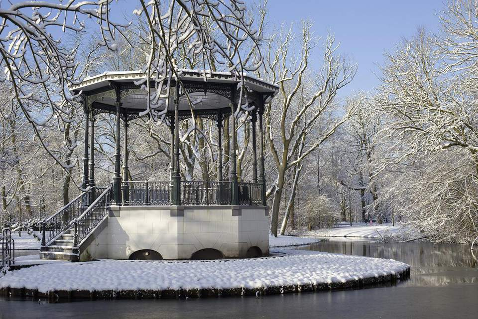 Netherlands, Amsterdam, Winter scene with park arbor