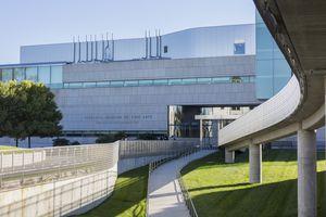 walkway to the modern Virginia Museum of Fine Arts building