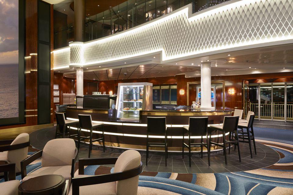 Atrium Bar on the Norwegian Gem cruise ship
