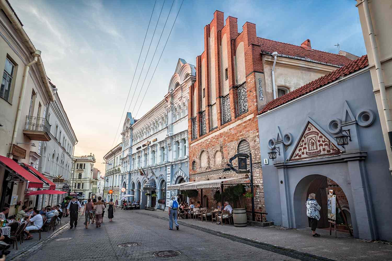 Vilnius, calle típica del casco antiguo .