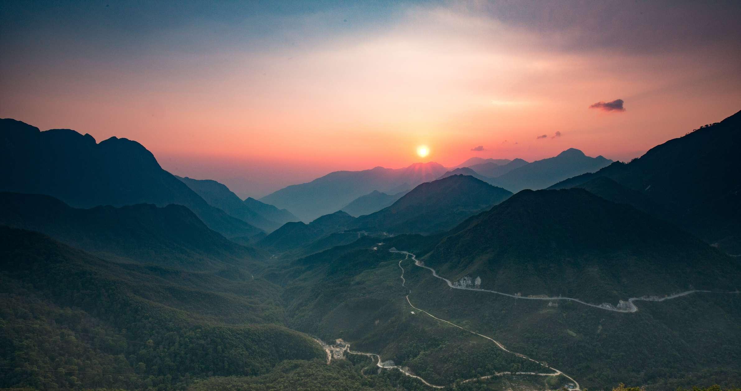 Sunset in O Quy Ho Pass, Sapa, Vietnam