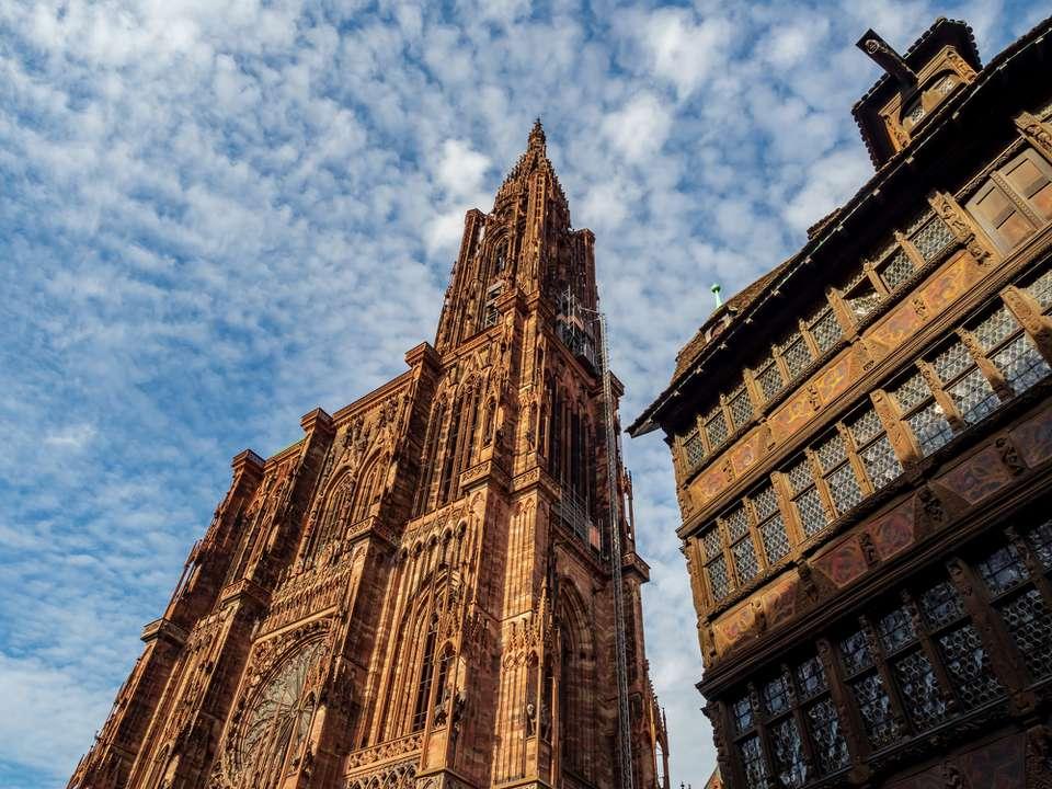 La majestuosa y única catedral de Estrasburgo. Francia