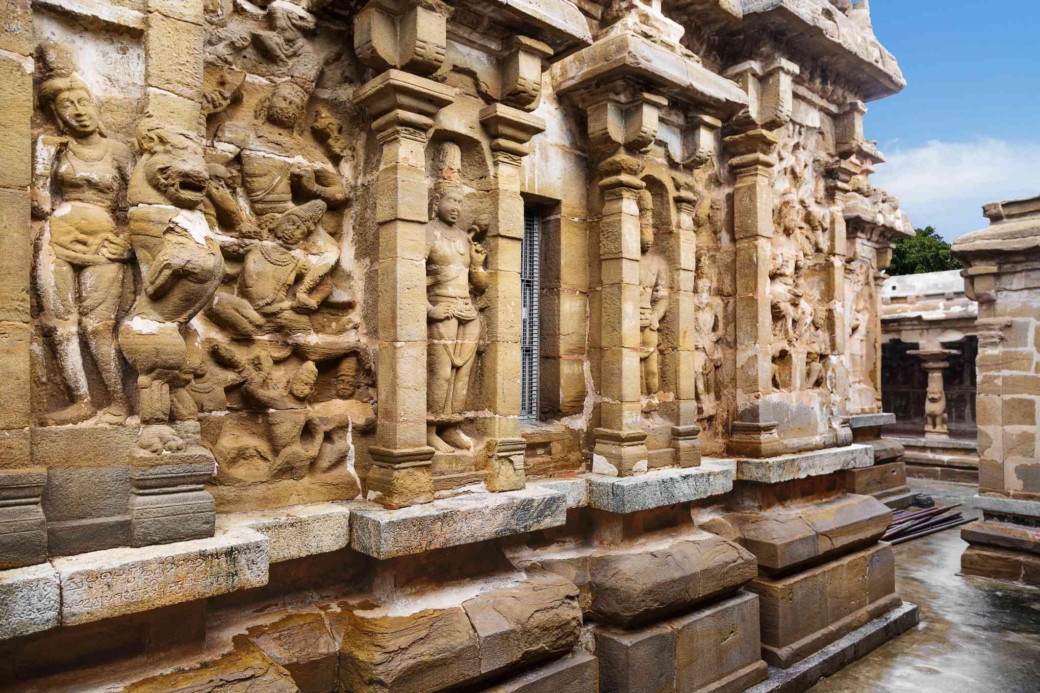 stone carvings of dieties at Thiru Parameswara Vinnagaram (Vaikunta Perumal Temple), Kanchipuram, Tamil Nadu, South India