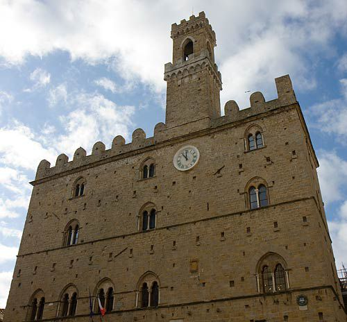 volterra clock tower, volterra photos, palazzo dei priori