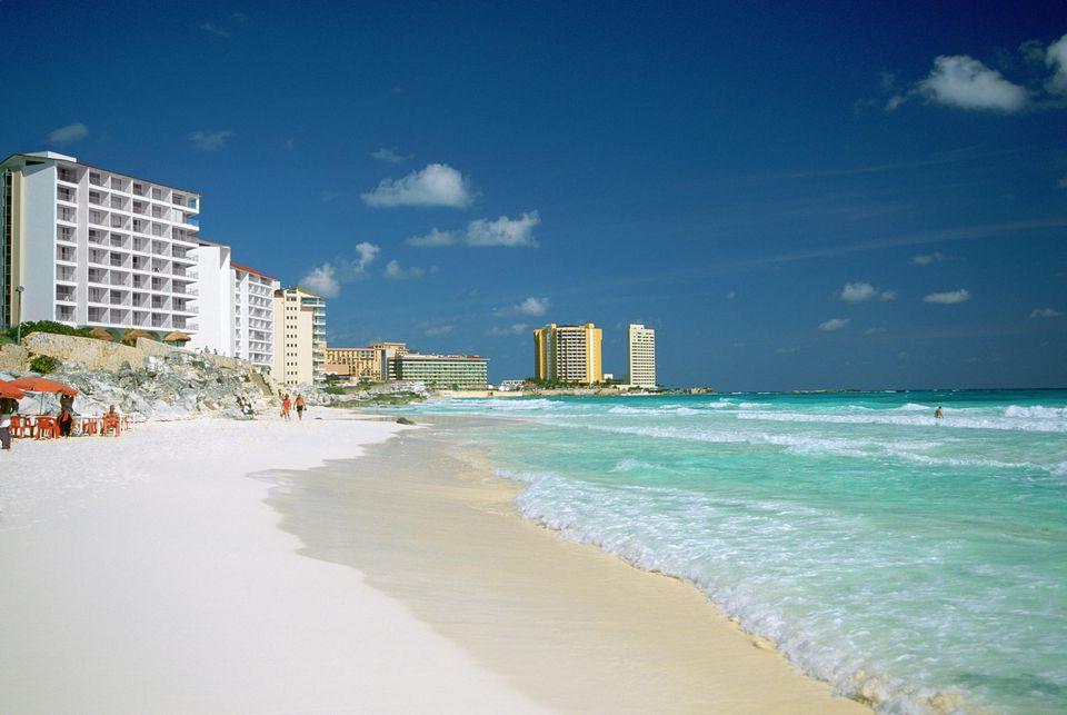 Cancun Beach, Crashing waves on the beach