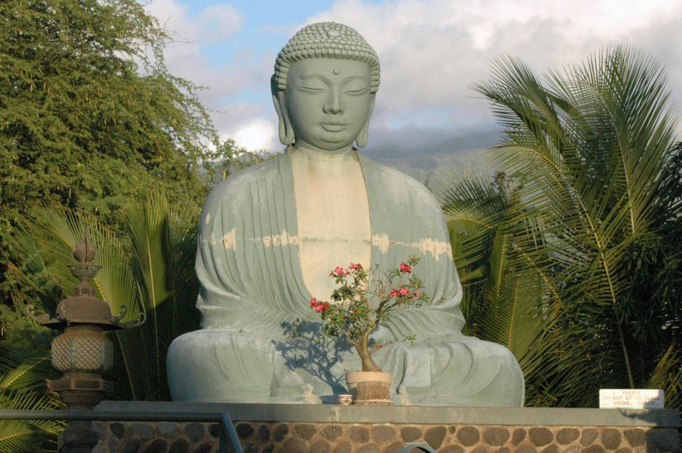 El Gran Buda en la Misión Lahaina Jodo en Lahaina Histórica, Maui