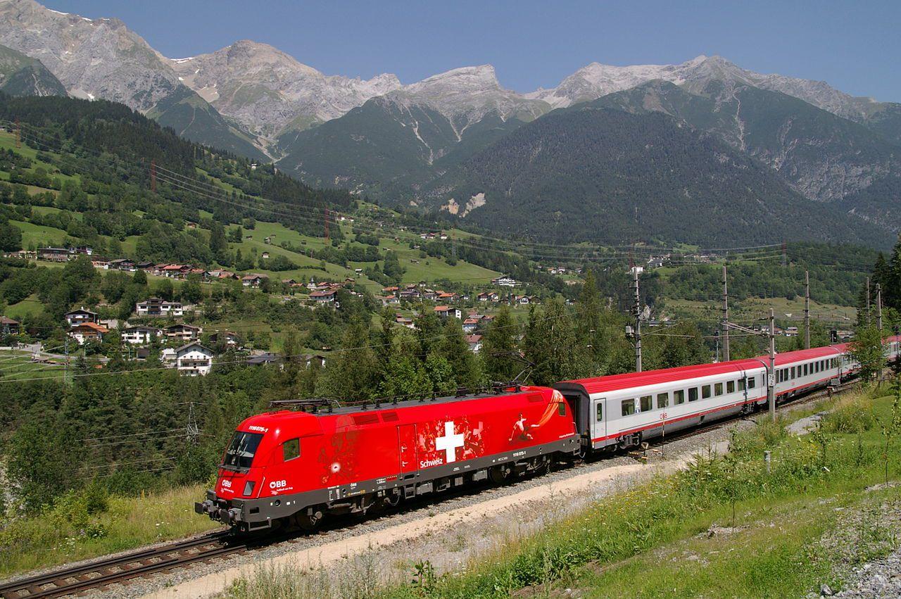 3 Amazingly Beautiful Scenic Train Routes In Austria