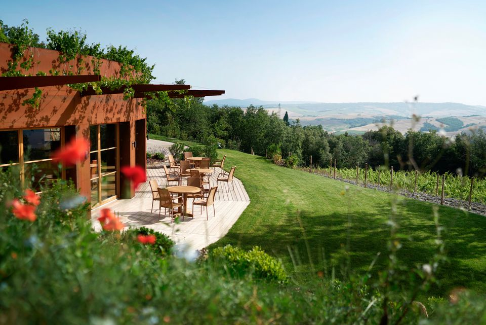 https://www.tripsavvy.com/thmb/ssC5HYS9o9Sfc1BUSNbg_4-J9qw=/960x0/filters:no_upscale():max_bytes(150000):strip_icc()/Adler-Thermae-Spa-Resort-Hotel-Tuscany-Italy-Dining-View-58152f565f9b581c0bf94b5e.jpg