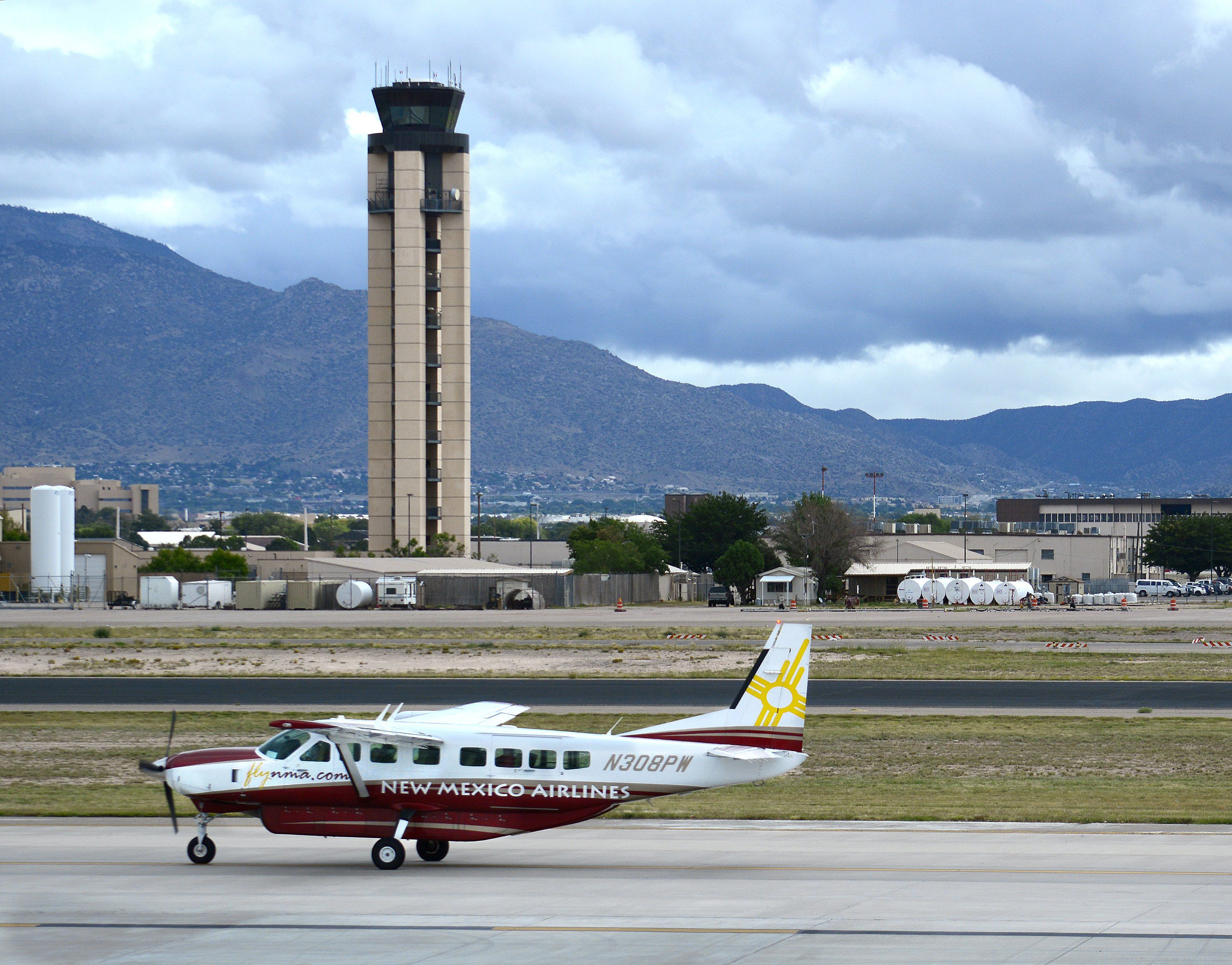 A Cessna Caravan operated by New Mexico Airlines taxis to the runway at Albuquerque International Sunport.