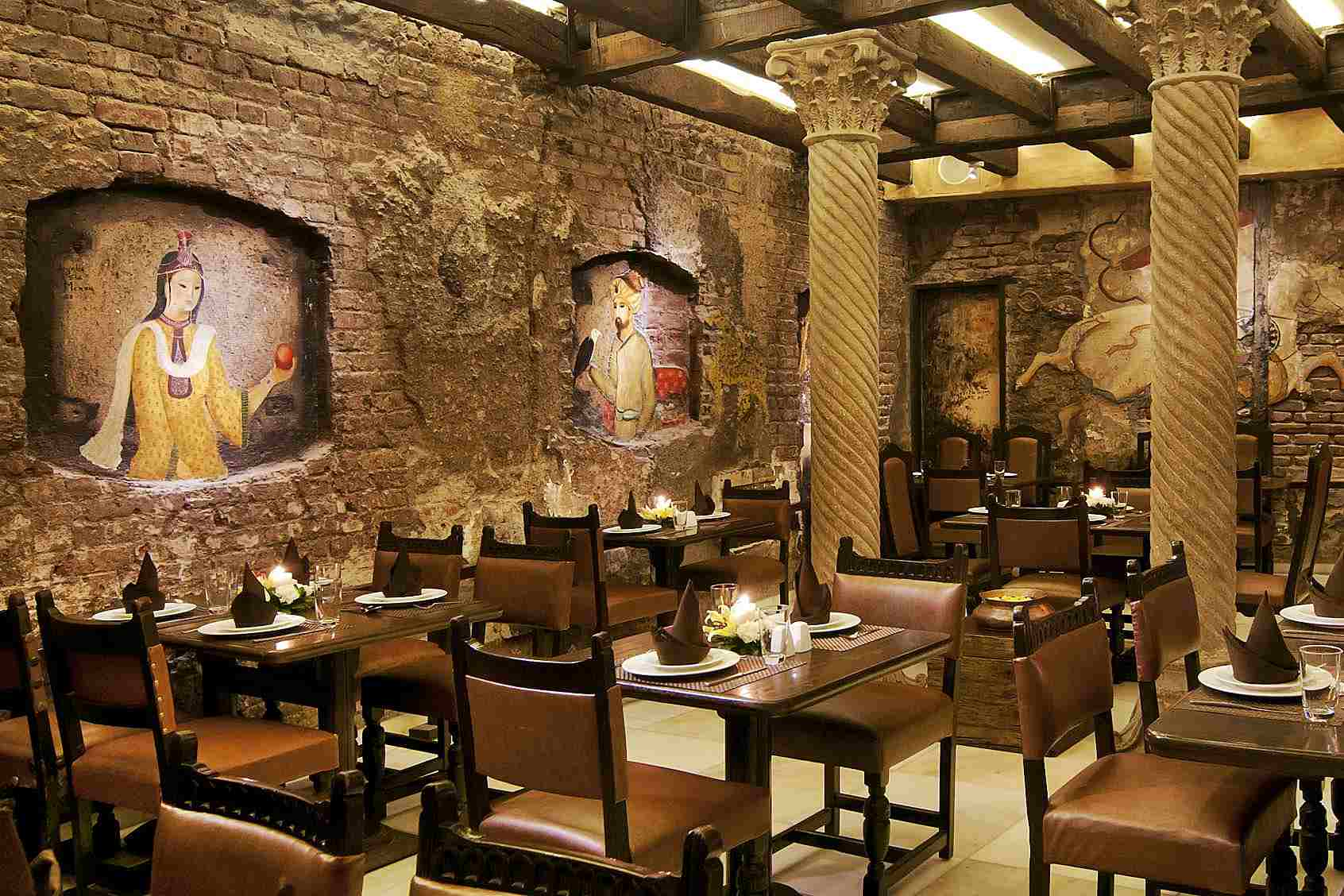7 Must-Try Iconic Indian Restaurants in Mumbai