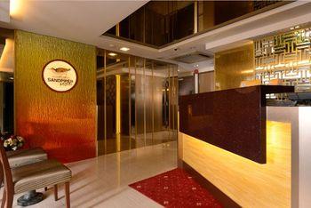 Singapore 39 s marina bay sands towering surprises for Design budget hotel salinenparc 0 sterne
