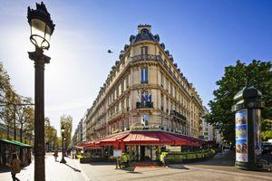 Avenue des Champs Elysees in Paris