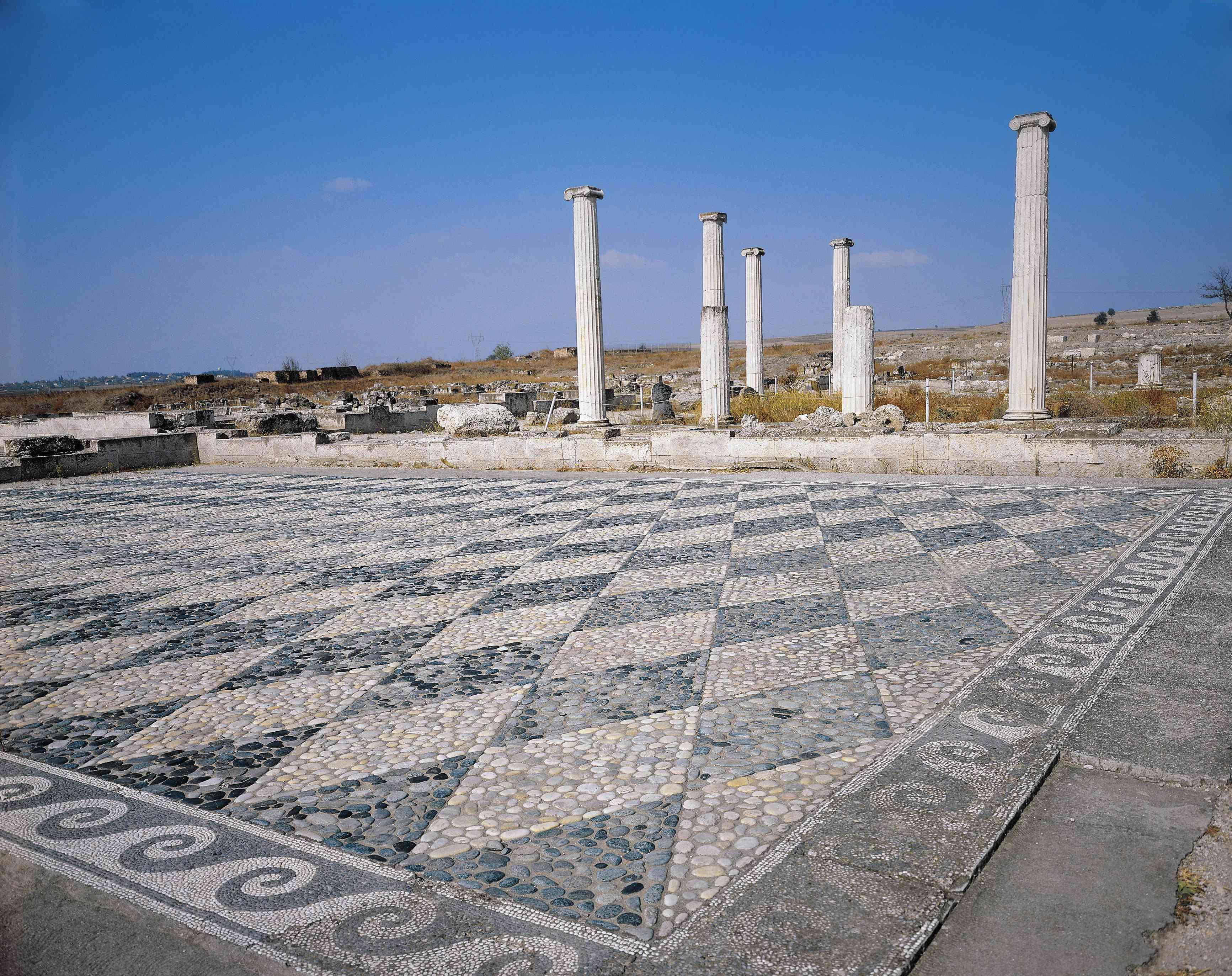 Grecia, Macedonia, Pella, Mosaicos de suelo geométricos en ruinas de la ciudad antigua