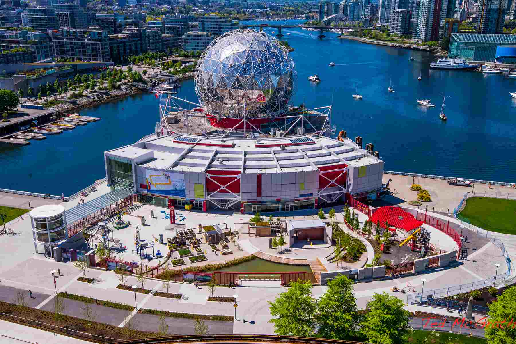 Exterior of Science World en Vancouver, BC