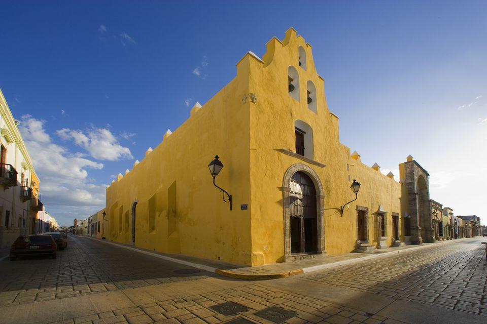 Una esquina de la calle en Campeche