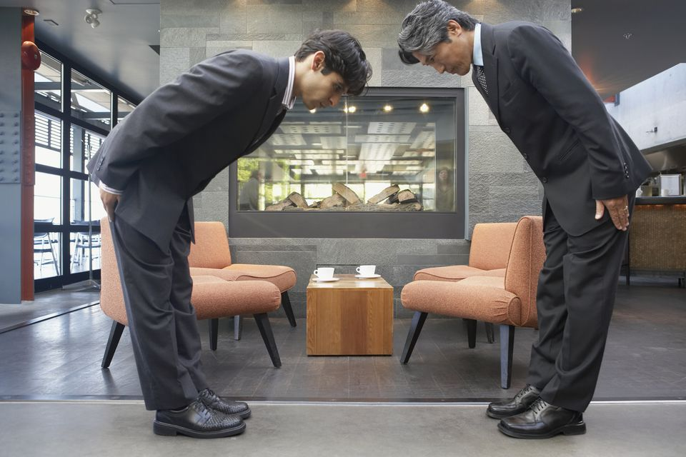 When to Bow in Japan: A Guide to Bowing Etiquette