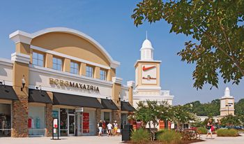 Woodbury Common Premium Outlets Visitor's Guide