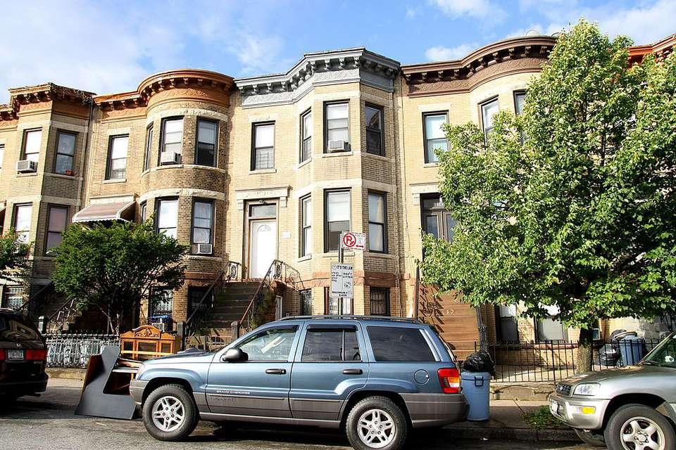 Guide to NYC's Harlem Neighborhood: Harlem Brownstones