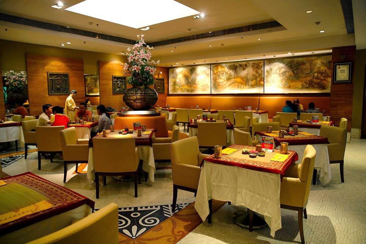 People in the dining room of Aaheli, Peerless Inn.
