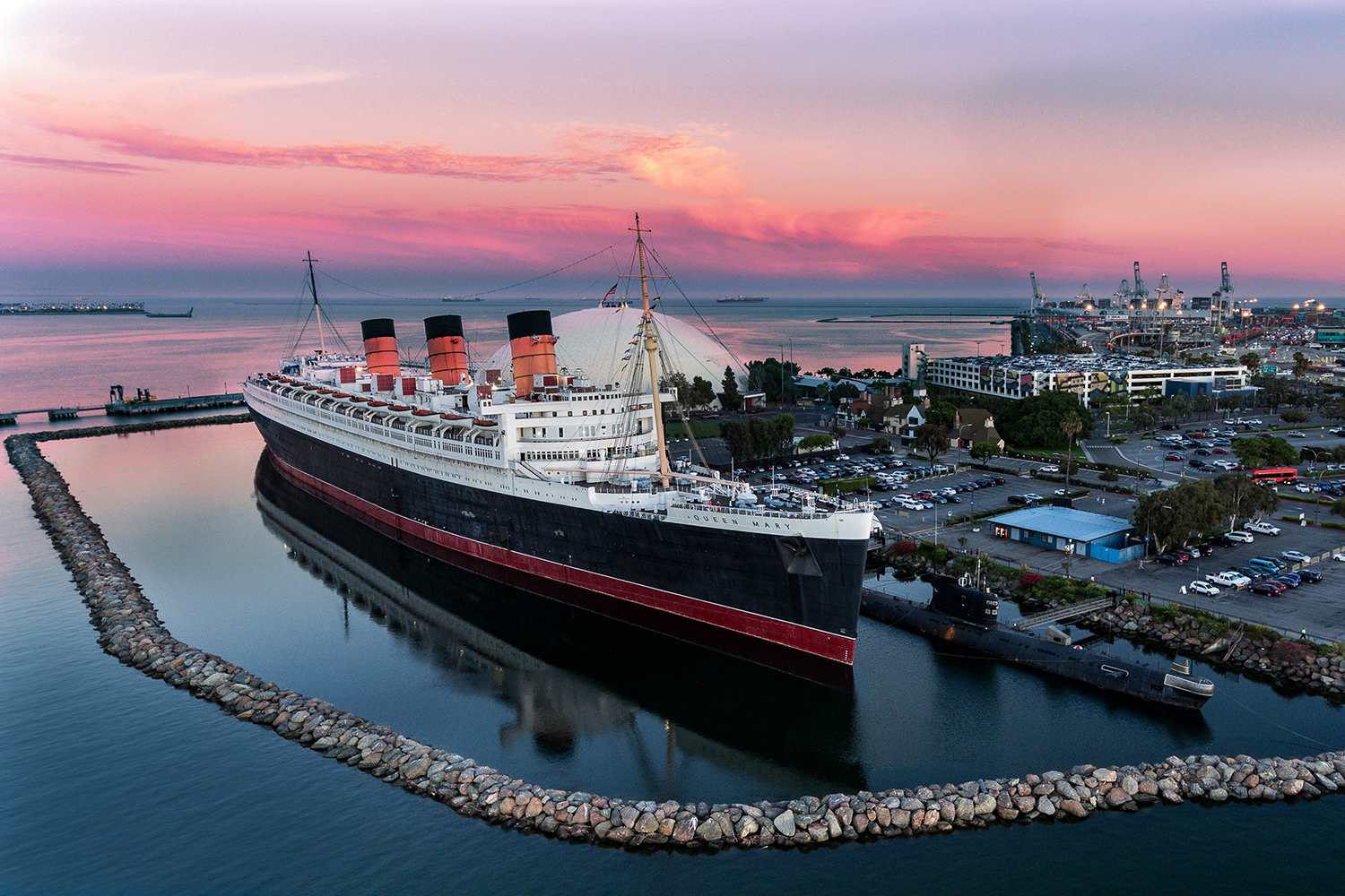 RMS Queen Mary en Long Beach al atardecer