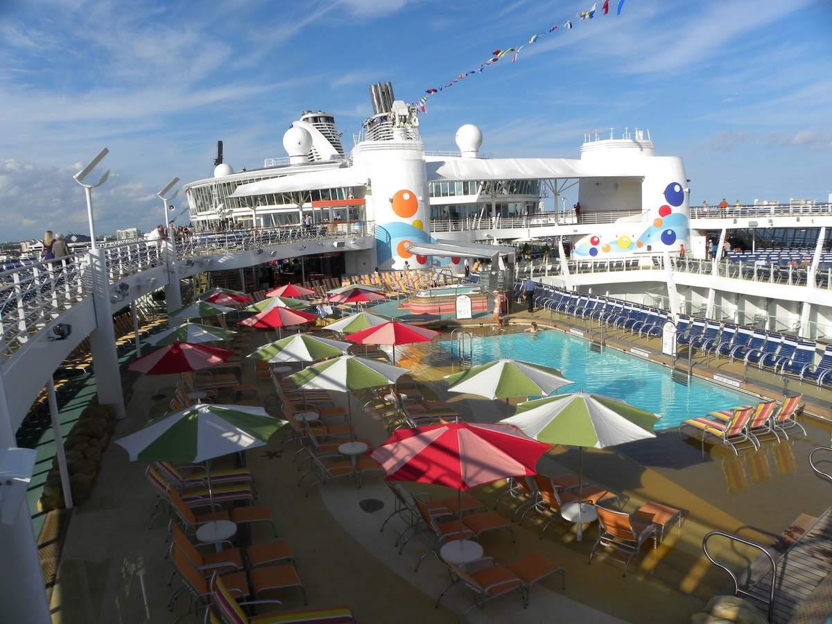 Oasis of the Seas Pool Deck