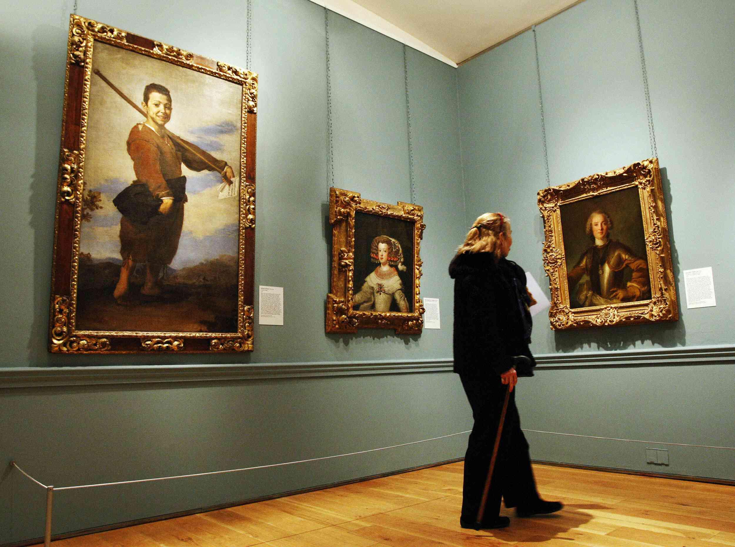 A visitor admires paintings, Jose de Rib