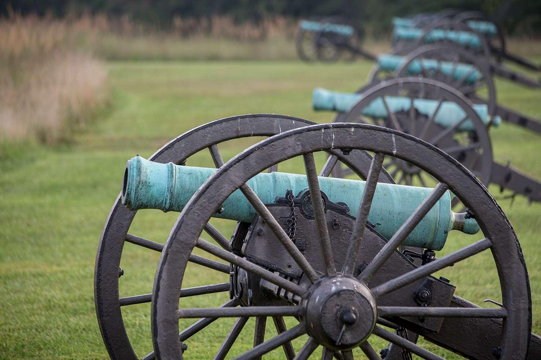 Cañones en el Manassas National Battlefield Park en Manassas, Virginia